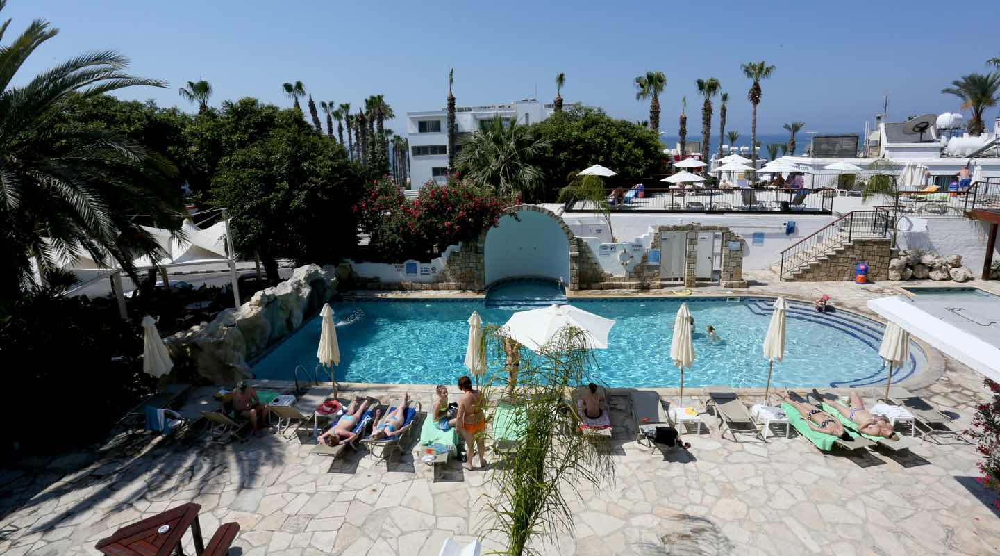 dionysos-central-hotel-paphos-swimming-pool-area